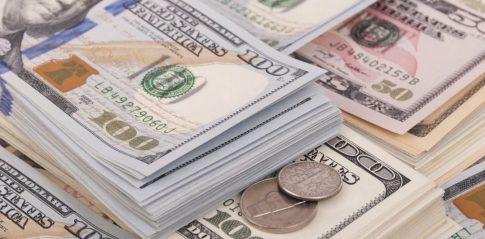 Wartośc rynku e-commerce to około 2 000 000 000 000 USD