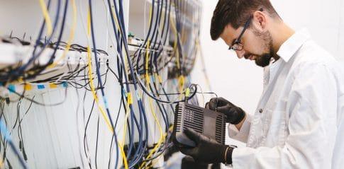 SLA - service level agreement - umowa o gwarantowanym poziomie świadczenia usług
